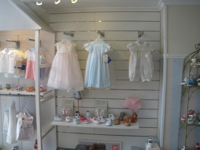 Ocasionalia.com: mobiliario de una tienda de ropa infantil