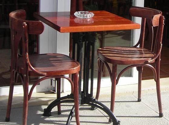 Mesas y sillas de segunda mano para cafeteria for Madera para tejados de segunda mano